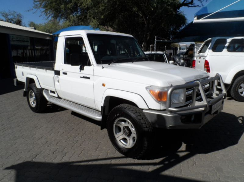 Used Toyota Landcruiser 4.0 V6 S/cab P/Up  for sale in Windhoek, Namibia
