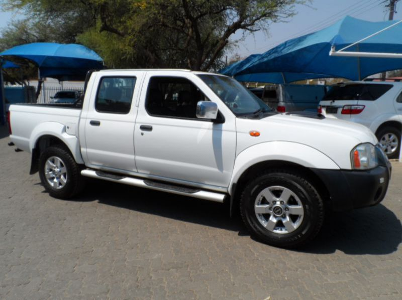 Used Nissan NP300 2.5 TD 4x4 D/cab  for sale in Windhoek, Namibia