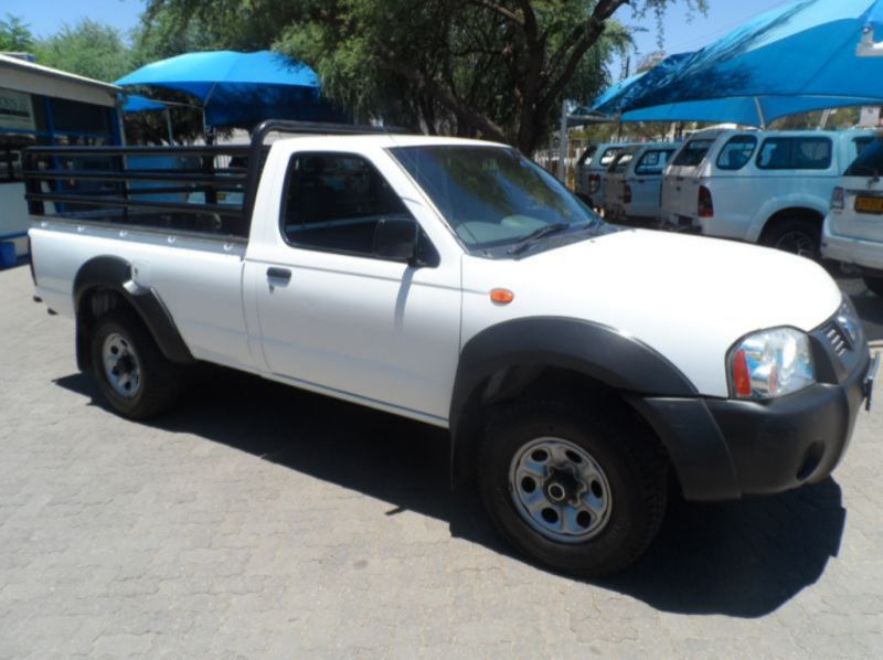 Used Nissan NP300 2.4i 4x4  for sale in Windhoek, Namibia