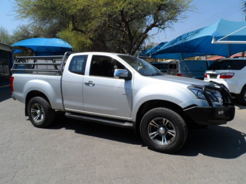 Used Isuzu KB 300 D-TEQ LX 4X4 E/Cab  for sale in Windhoek, Namibia